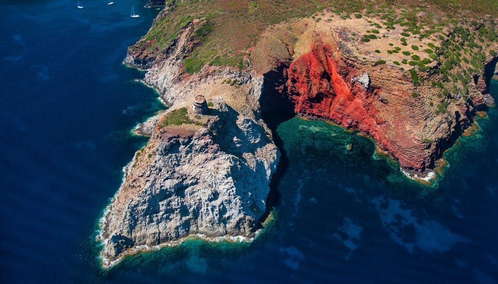 isola-di-capraia-aerea[1].jpg