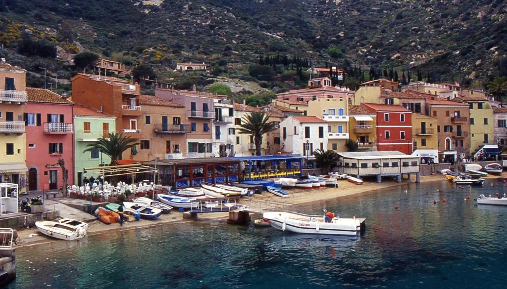 Isola_del_Giglio-Europe-Italy[1].jpg