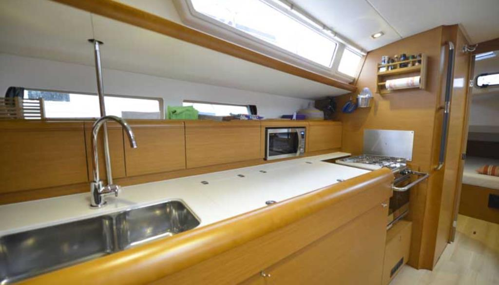 Yacht charter in Tuscany Sun Odyssey 479
